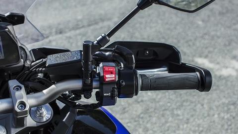 2018-Yamaha-MT09TRGT-EU-Midnight-Black-Detail-023