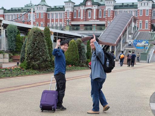 深谷駅に向かう谷地先生と小松田先生