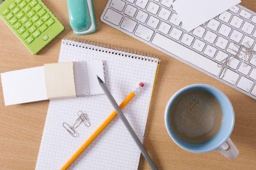 コーヒーを飲みながらMacで仕事
