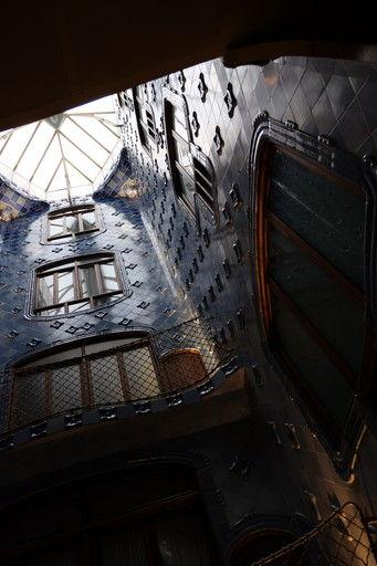 カサ・バトリョの天窓から差し込む光