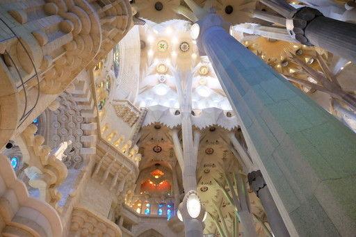 サグラダ・ファミリアの天まで昇る柱