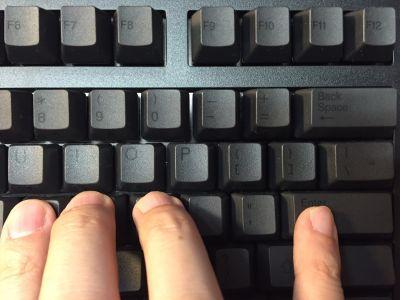 英語ASCIIキーボードの小指の位置
