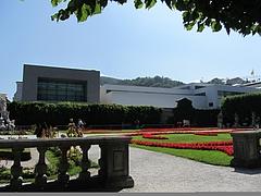 ミラベル庭園から見た『モーツァルテウム音楽大学の校舎』