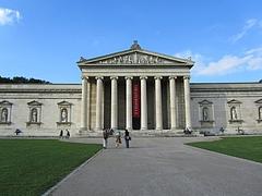 ケーニヒス広場の古代美術博物館