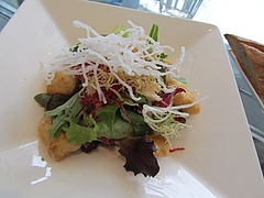 魚介類と鶏胸肉のベトナム風サラダ