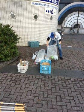 新横浜駅前の街頭清掃と公衆トイレ掃除