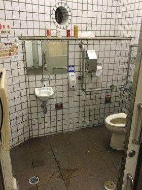新横浜駅前トイレ早朝清掃