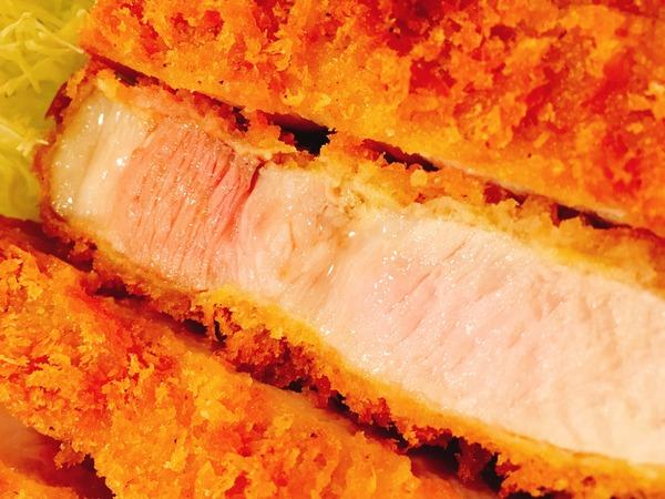 とんかつの太田家【極ロースかつ】お肉がピンク色でジューシー!