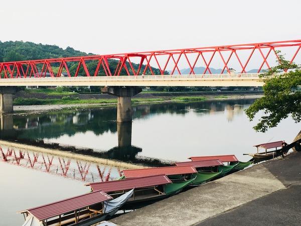 小瀬鵜飼駐車場からの眺め(遊覧船と鮎之瀬橋と長良川)