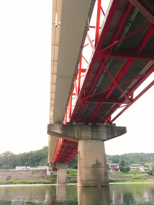 鮎之瀬橋の下を通過中