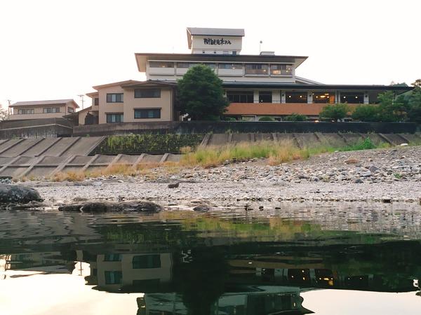 関観光ホテル前