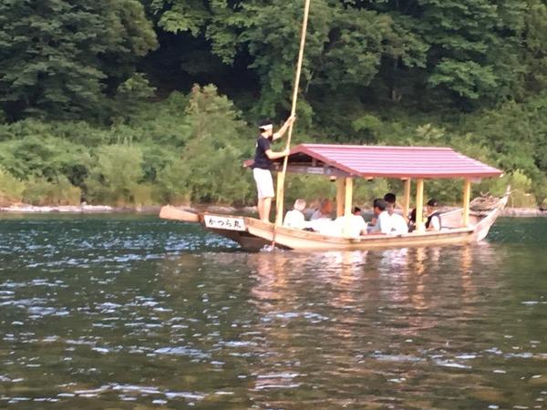 小瀬鵜飼の観光客