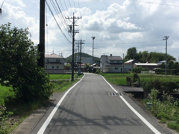 関小瀬郵便局を左折するとこのような道になります。