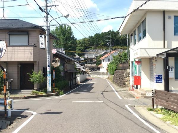 関小瀬郵便局のある交差点を左折