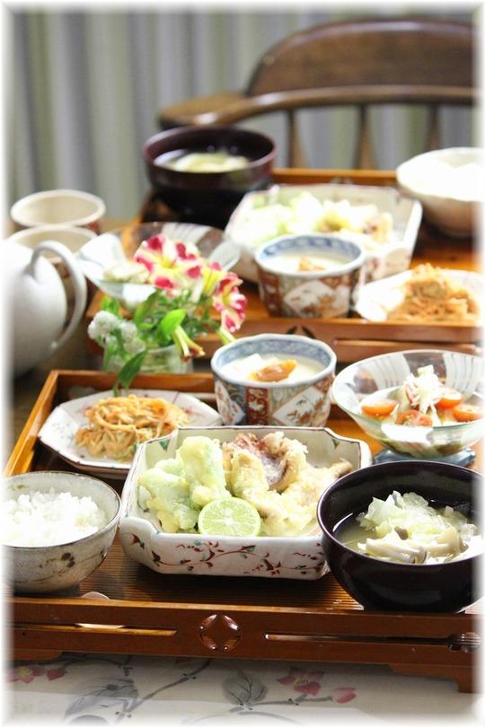 イカの天ぷら・スナップエンドウの天ぷら。と献立。