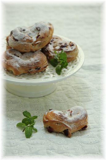 ホワイトココアとクランベリーのハートパン。