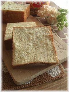 胡麻メイプル食パン。