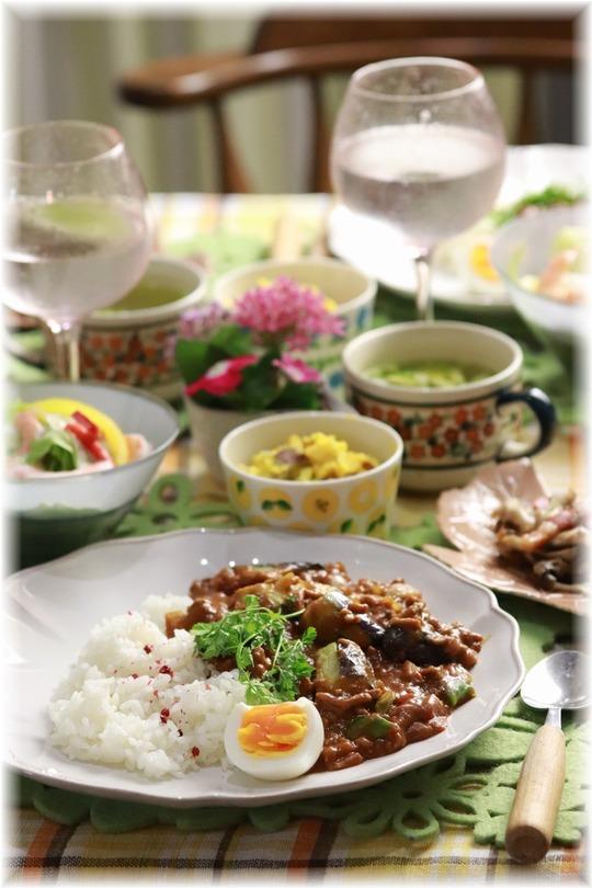 【レシピ】レンジで1回10分 茄子と挽肉のカレー。と 献立。と 停電の風景と勉強