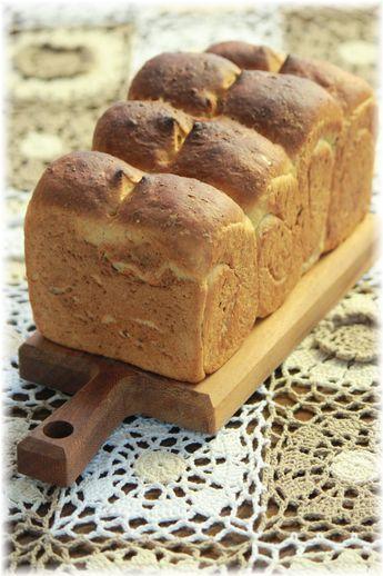 黒糖とオートミールの食パン。