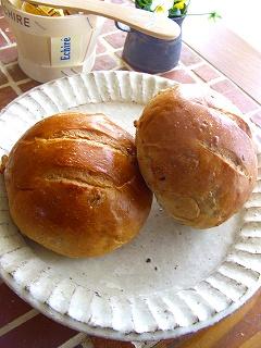 ミルクティくるみパン。