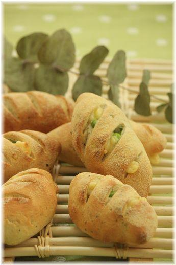 枝豆とチーズのコーングリッツパン。