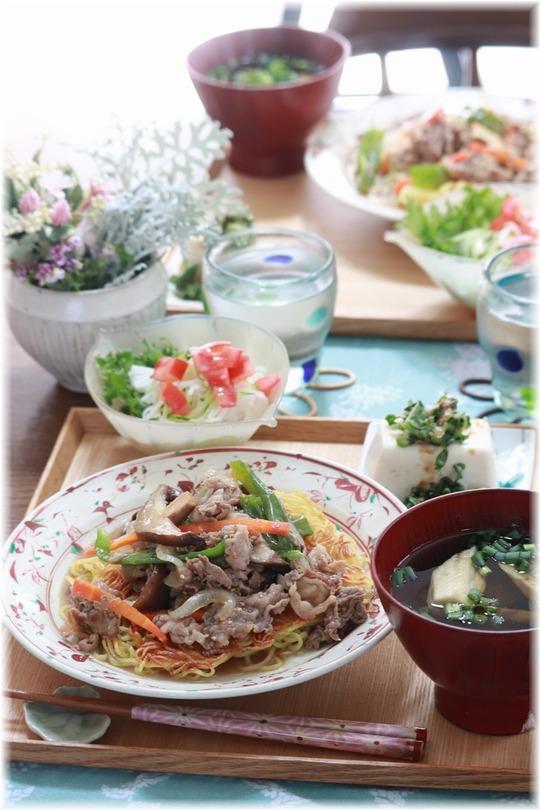 【レシピ】オイスターソースの 牛肉とピーマンのかた焼きそば。と お昼ごはん。 と フランスみたいな。
