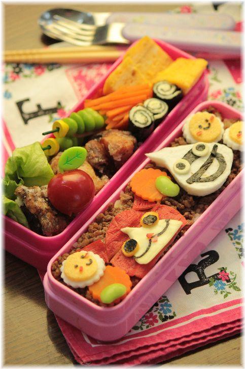 牛そぼろ寿司 と 遠足のお弁当。