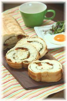 ハーブのクルクル食パン。