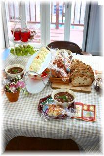 美味しいパンとハヤシライスのランチ。