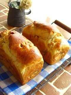 クルミとクリームチーズのミニミニ食パン とお客様♪