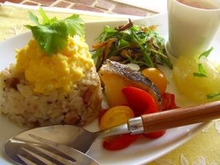 カルボナーラの炊き込みご飯と、炊飯器で一緒に出来ちゃう♪お供の3品。