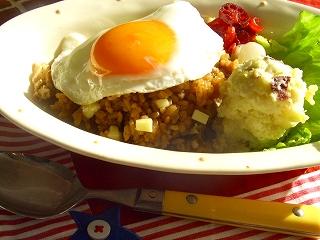 年の瀬ランチは炊飯器にお任せで2品♪ ソースカレーの炊き込みご飯と芋芋サラダ。