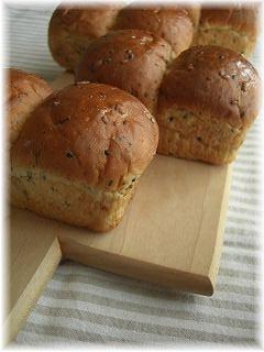 ほうじ茶風味の雑穀ミニ食パン。