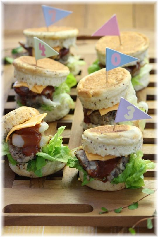 ハニーマスタードマフィンと 豚小間きのこハムのサンドイッチ。