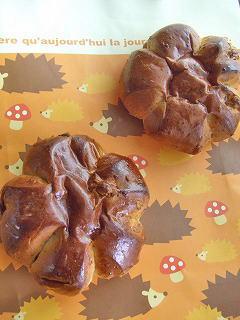 くるみとベリーと黒糖のパン。