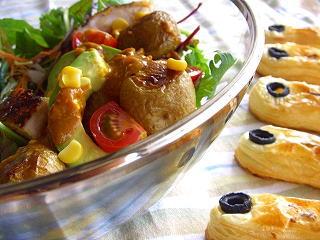 焼き新じゃがのカレーサラダ☆とアンチョビパイ。