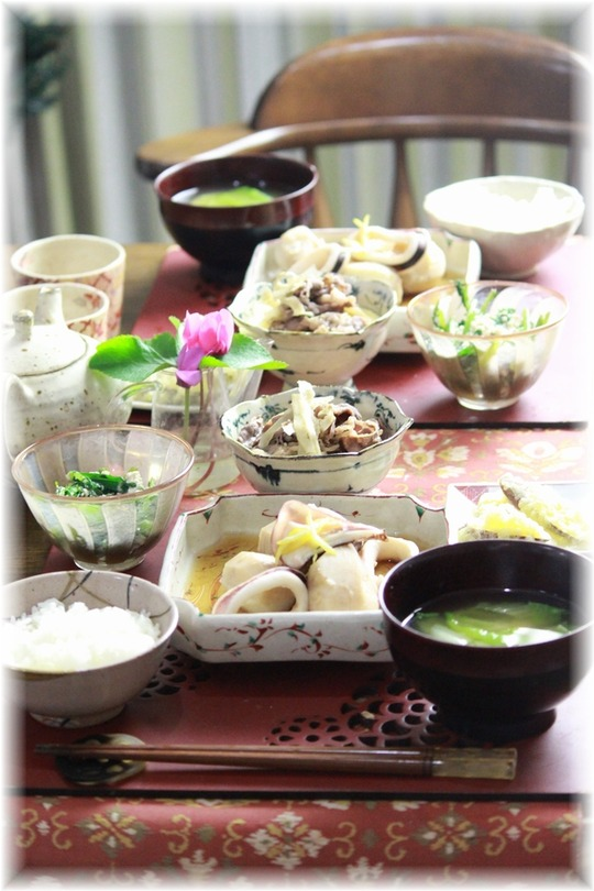 イカと里芋の煮物。と 献立。