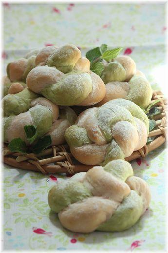 葉桜色の ねじねじパン。