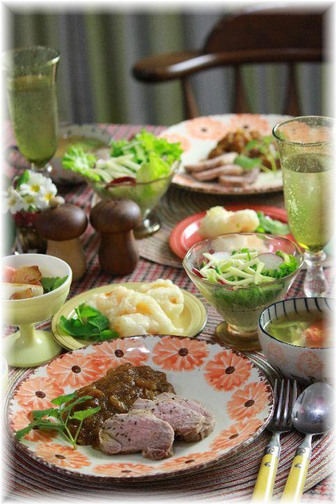 豚もも肉スープ。(豚肉と野菜のスープ)と 煮豚カレーソースの献立。