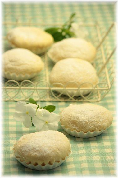 冷やして食べる ダブルクリームパン。