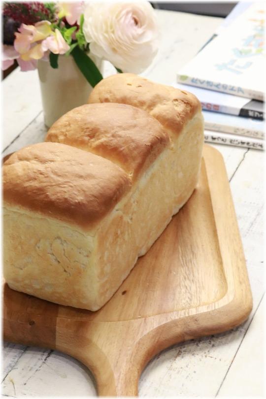 【レシピ】ミルキーはちみつ食パン。と 当たり前の春。