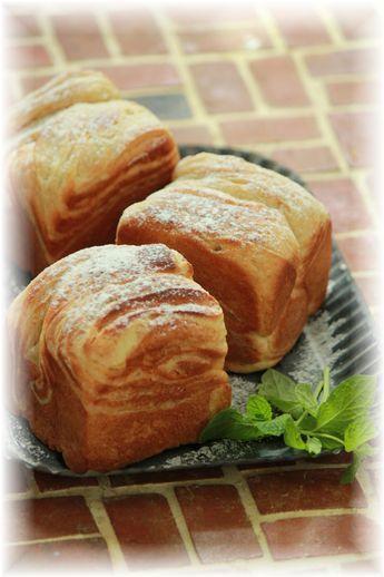 パイ生地と全粒粉の折り込みパン。