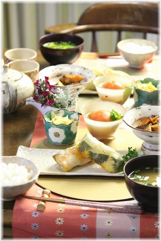 【レシピ・リンク】海老とチーズの春巻き。と 献立。と クリスマスローズ。