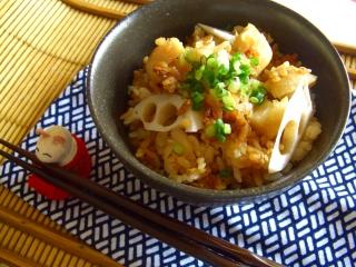 揚げ米と落とし味噌の炊き込みご飯。