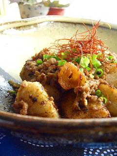 里芋とひき肉の味噌バター炒め。