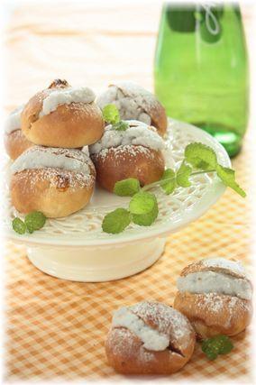 ココナツクリームとマンゴーのパン。