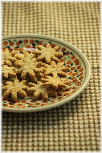 黒糖と胡麻の薄焼きクッキー。