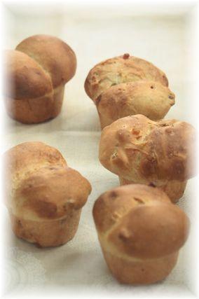 はちみつナッツの双子パン。