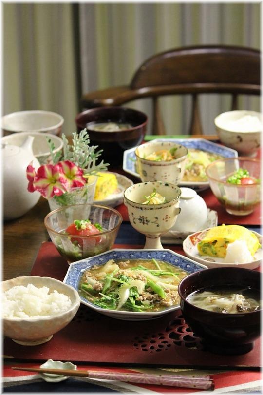 【レシピ】セロリと水菜の柚子胡椒麻婆。 と 献立。と 薄目で台所。