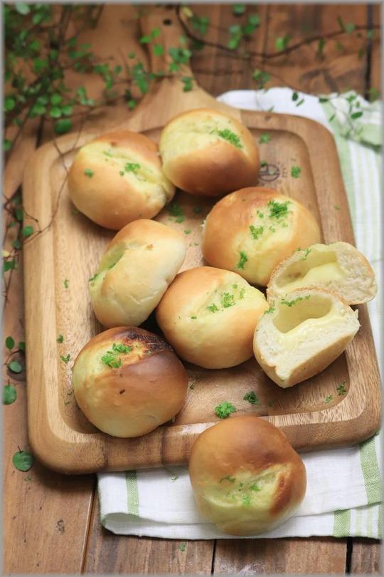 【レシピ】ガーリックチーズパンとクリームシチューの献立。 と 朝の虹とその周り。